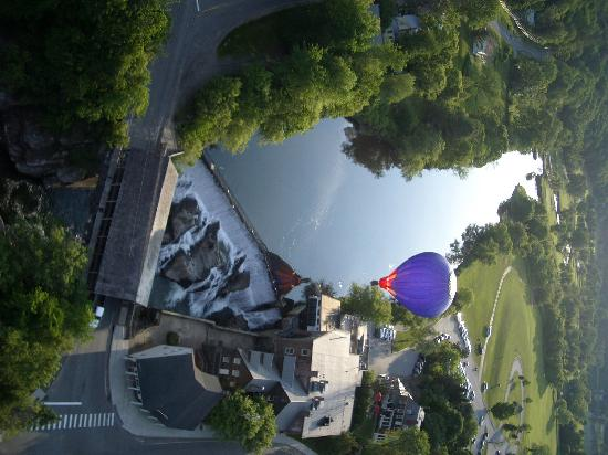 Balloons of Vermont - Private Flights: Flying over the dam and bridge