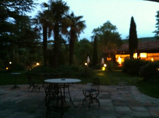 Chateau De Riell: Seating and relaxing before dinner