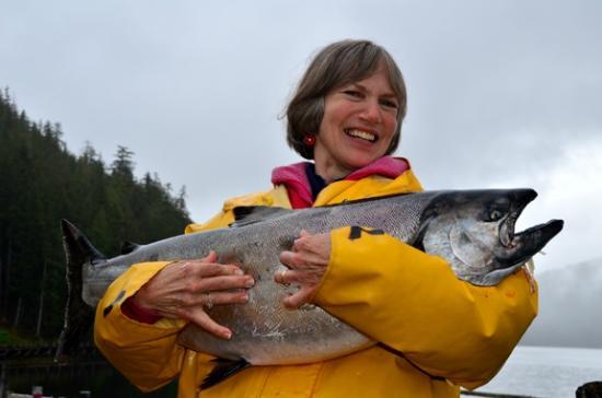 Waterfall Resort Alaska: Guest with BIG Chinook salmon caught near resort