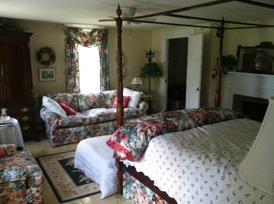 Middle Bay Farm Bed & Breakfast: Inside