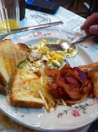 Olde Tyme On The Square Restaurant: the bacon and eggs is fabulous