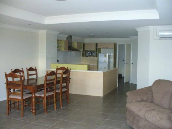 Port Denison Beach Resort: Kitchen & Dining