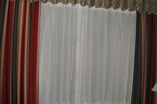 Comfort Inn at Founders Tower: Example of window covering