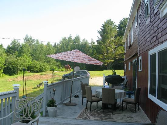 Barron Brook Inn: Quiet back deck