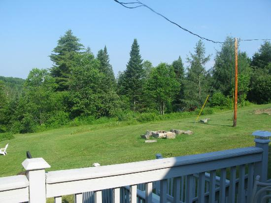 Barron Brook Inn: Back yard