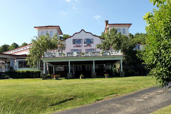 Historic Summit Inn: Hotel front