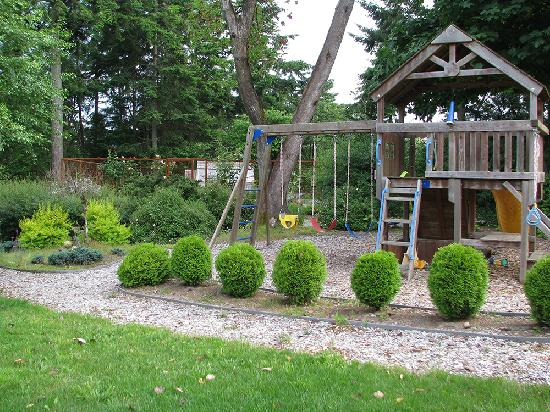 A&E Bed and Breakfast: Play Structure