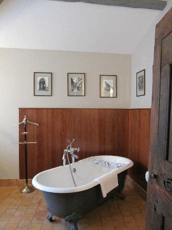 La Maison sur la Sorgue: Bath tub/shower
