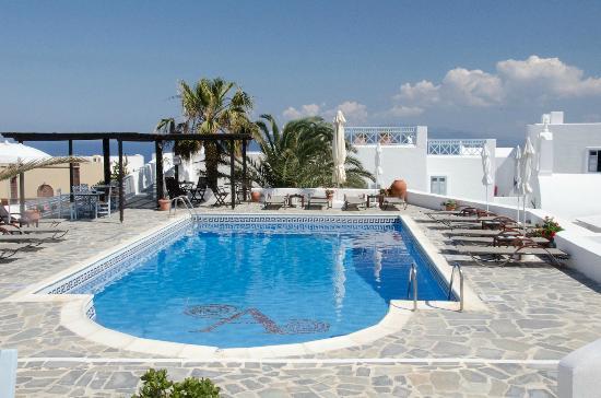 Aethrio Hotel : The pool