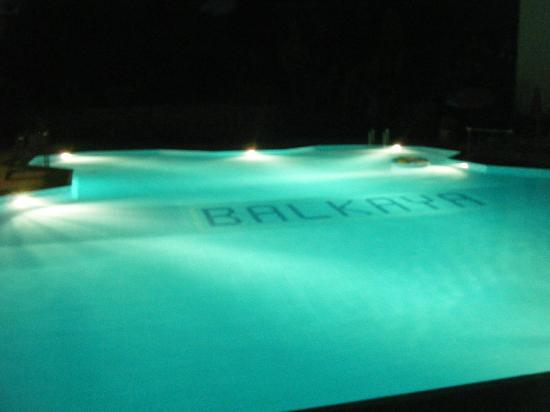 Balkaya Hotel: pool at night