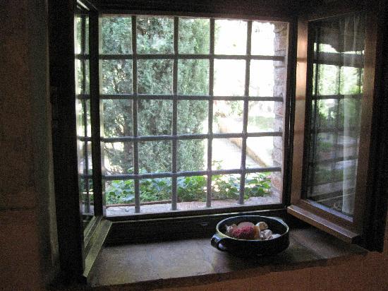 B&B Rossopeperoncino: Bath Window 