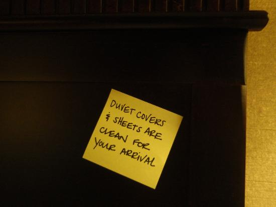 Hampton Inn & Suites Billings West I-90 : post it note on bed headboard
