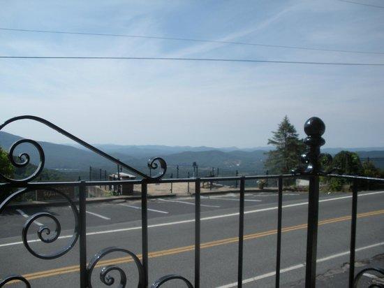 سكاي لاين فيلدج إن آند كافيرن تافيرن: Balcony Room View 