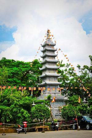 Chua Vinh Nghiem: 1st tower