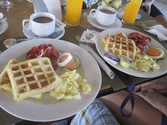 Bohol Tropics Resort: Breakfast