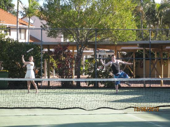 Nautilus Noosa Holiday Resort: A friendly game of tennis