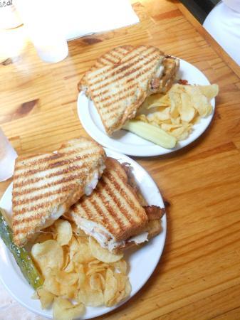 Green Bean Coffeehouse: Perfect paninis.