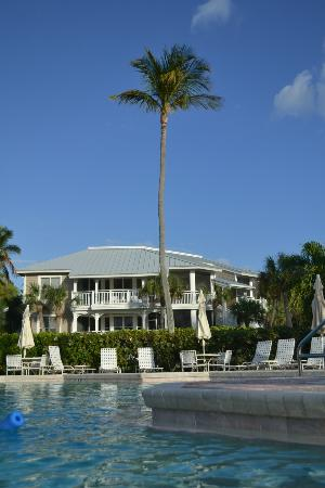Sanibel Cottages Resort: View from the pool...