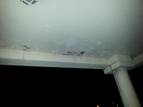 Amarante Golf Plaza : plafond de notre terrasse....