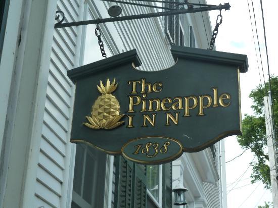 Pineapple Inn: Sign