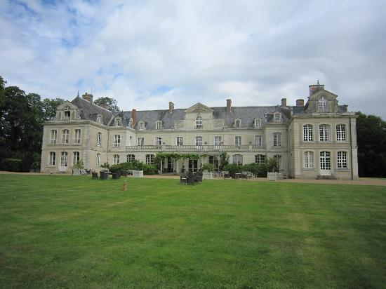 Chateau des Briottieres : View from the front