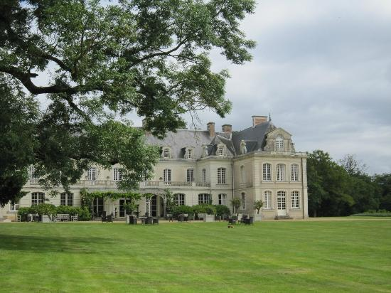 Chateau des Briottieres : Our room, top right