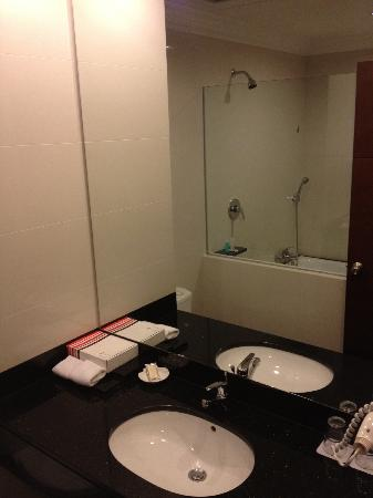 Grand I Hotel: bathroom :)