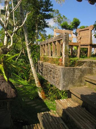 Prana Dewi Mountain Resort: resting area outside of the yoga pavilion