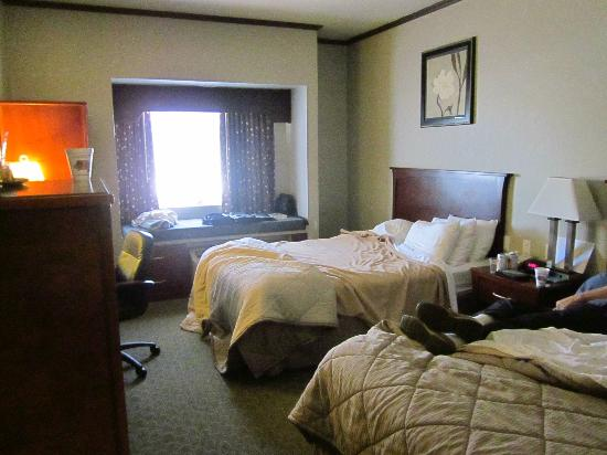 Quality Inn: Roomy room