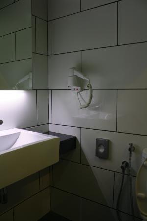 Bathroom Mirror Kl bathroom mirror - picture of tune hotel kuala lumpur, kuala lumpur
