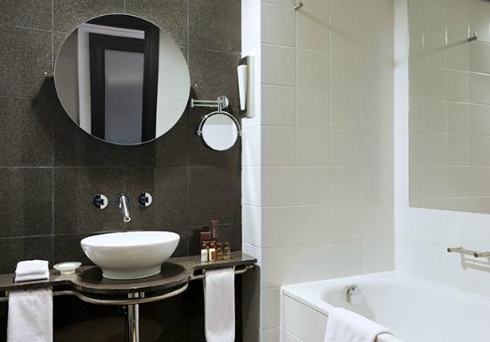 Sheraton Tirana Hotel: Bathroom