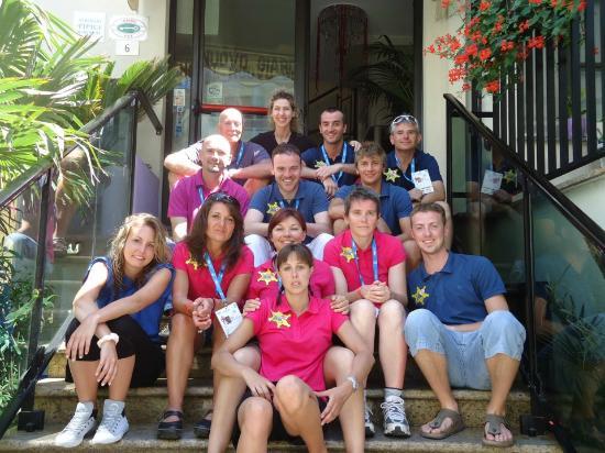 foto di squadra con la gentilissima Isabella, titolare dell'hotel Nuovo Giardino di Rivazzurra.