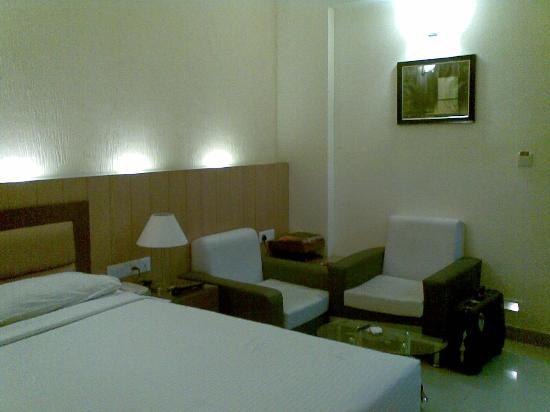 FabHotel Sandesh Kingston Gandhinagar: room from inside