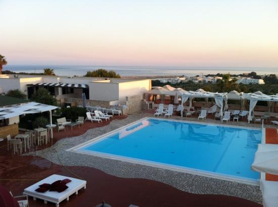 piscina dalla terrazza - Foto di Messapia Hotel & Resort, Santa ...
