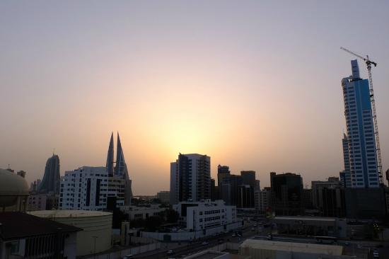 ‪‪Windsor Tower Hotel Bahrain‬: View from our room (Bahrain Sunset)