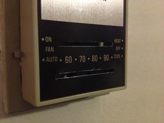 Windsor Tower Hotel Bahrain: Fixed Thermostat