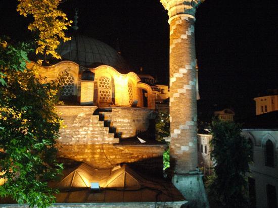 Zeynep Sultan Hotel: Blick von der Terrasse am Abend