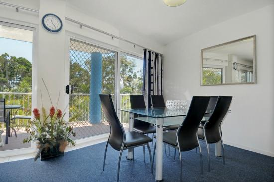 White Crest Luxury Apartments: 3 Bed Apt Dining