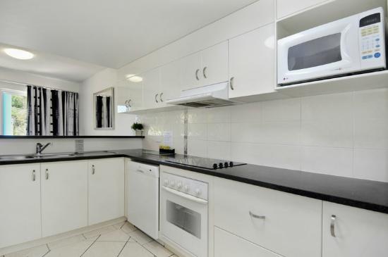 White Crest Luxury Apartments: 3 Bed Apt Kitchen