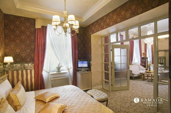 Ramada Hotel and Suites Vilnius : ROYAL Suite