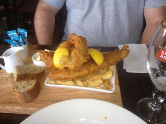 Altrincham, UK: huge fish and chips