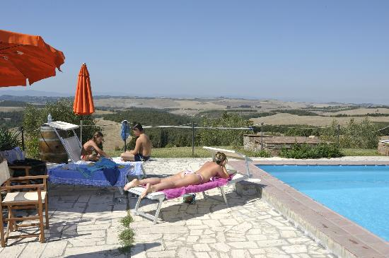 Fattoria del Colle - Agriturismo: Coccolarsi in piscina! 