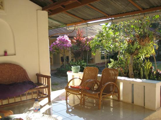Karangsari Guest House: from our terrace: view to the flowery garden