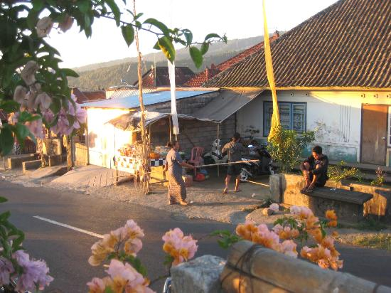 Karangsari Guest House: upper street view: neighbourhood