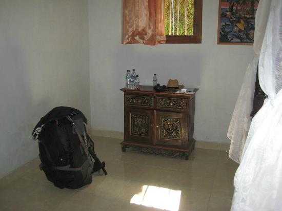 Karangsari Guest House: furniture in the parents room