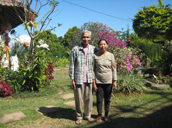 Karangsari Guest House: the very friendly owners of Karang Sari Guesthouse