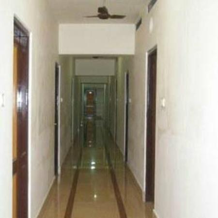 Hotel Lake View Inn: Corridor