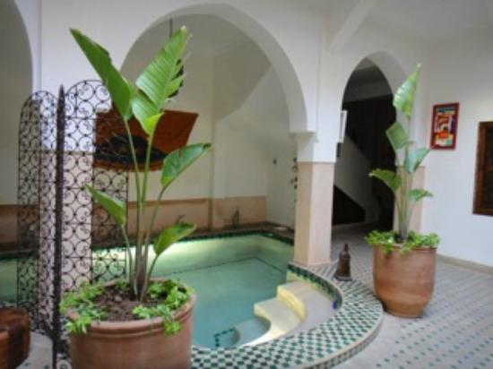 Riad Limouna: La piscine