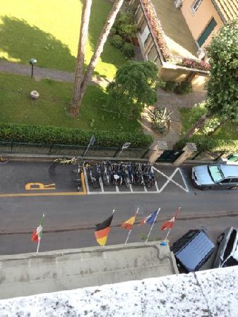 Hotel Mocambo : lato anteriore visto dal 4 piano