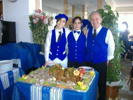 Hotel Villa Rosa : Lo Staff inn..Blu